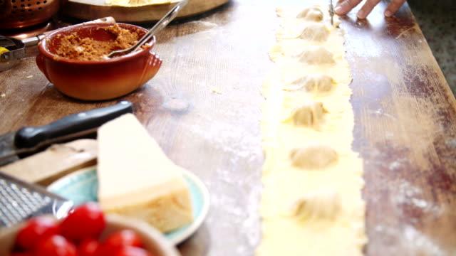 Voorbereiding van zelfgemaakte Ravioli Pasta