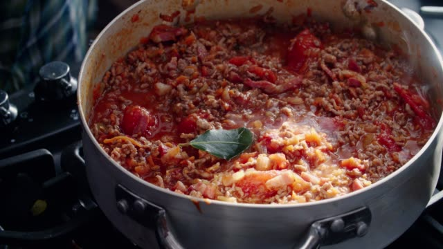 preparing homemade spaghetti bolognese - preparation stock videos & royalty-free footage