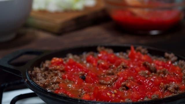 preparing meat stuff - salsa di pomodoro video stock e b–roll