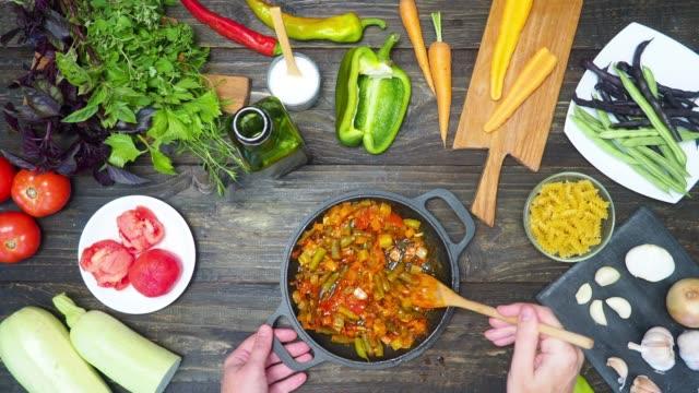 Minestrone-Suppe vorbereiten