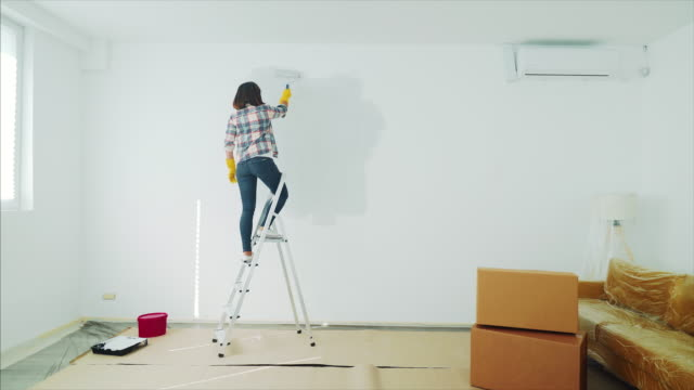 preparing my move in a new home. - wide shot stock videos & royalty-free footage