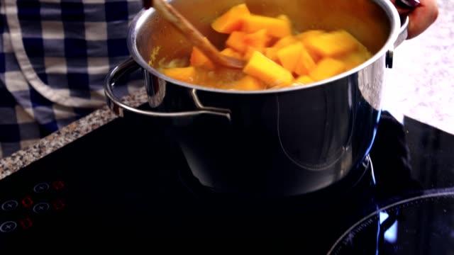 preparing pumpkin soup at home - pumpkin stock videos & royalty-free footage