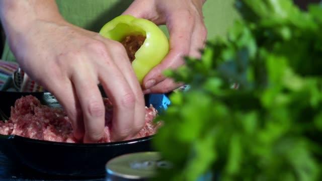 Voorbereiding van de gevulde paprika