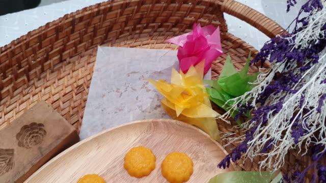 zubereitung des thai-desserts - gastwirt stock-videos und b-roll-filmmaterial