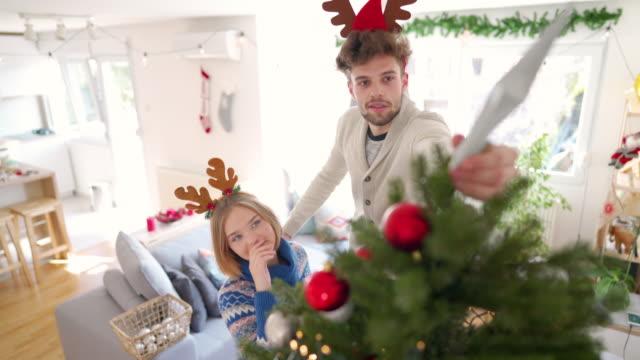 stockvideo's en b-roll-footage met voorbereiding van hun huis voor de komst van kerstmis - star shape