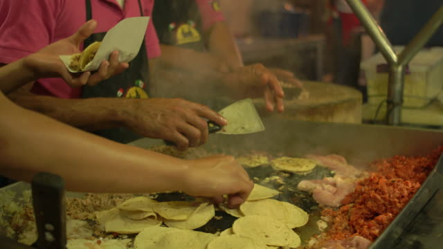 preparing tortillas and meat on outdoor grill, cu - mexiko stock-videos und b-roll-filmmaterial