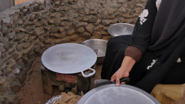 vidéos et rushes de preparing traditional arabic breakfast on desert safari near dubai, dubai, united arab emirates, middle east, asia - partie médiane