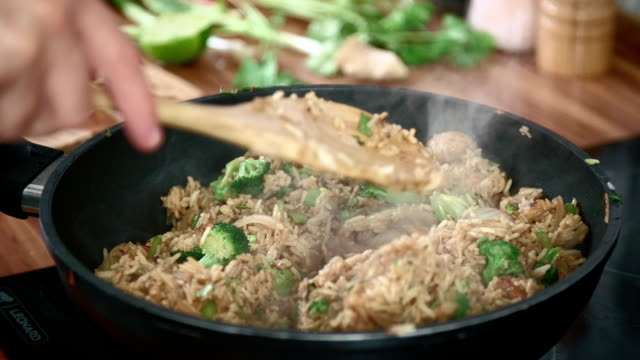 preparing vegetables and chicken in a wok for nasi goreng - broccoli stock videos & royalty-free footage