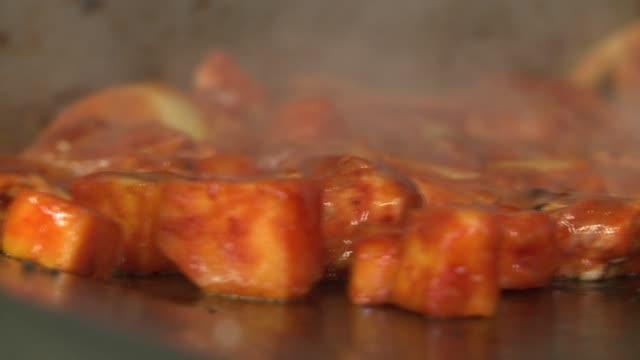 vídeos de stock, filmes e b-roll de prepping the meat, tortilla, and full sandwich - chicago 'l'