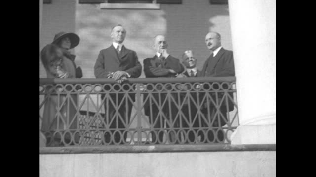 pres. calvin and first lady grace coolidge, with three other dignitaries, stand on the balcony of the oak hill mansion, home to former president... - ジェームス モンロー点の映像素材/bロール