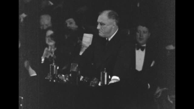 vidéos et rushes de pres franklin roosevelt standing at podium on stage in auditorium in worcester ma speaking he pauses to wipe his mouth and brow with handkerchief... - boston