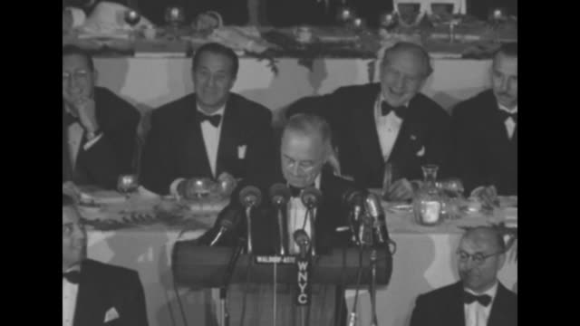 "pres. harry s. truman at the waldorf astoria hotel for a columbus day dinner: "". . . the republican candidate for president, who has much to learn... - ウォルドルフ・アストリア点の映像素材/bロール"