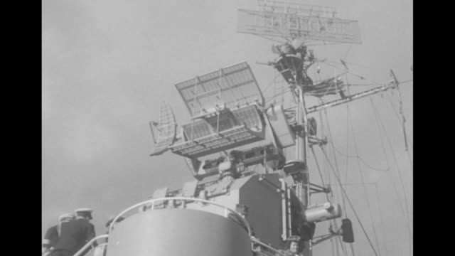 pres. harry truman arrives and is saluted as he holds his hat over chest / people climb steep ladder leading to deck of uss renshaw with pan up to... - ジグザグ点の映像素材/bロール