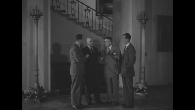 pres. harry truman descends grand staircase of the white house, explains its changes along with moving the great seal / truman and reporter are... - グランドステアケースエスカランテ国定公園点の映像素材/bロール