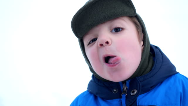 preschool boy sticking out his tongue - solo un bambino maschio video stock e b–roll