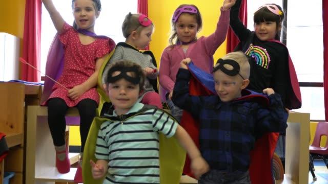 stockvideo's en b-roll-footage met preschool student papier ambachtelijke little heroes leren - verkleden
