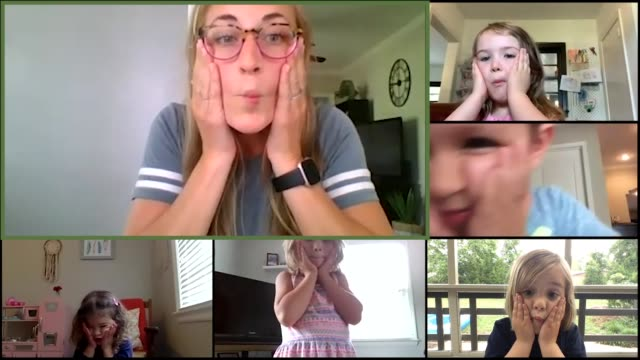 vídeos de stock e filmes b-roll de pre-school teacher and her students practice making fish faces together via video call. (audio) - emotion