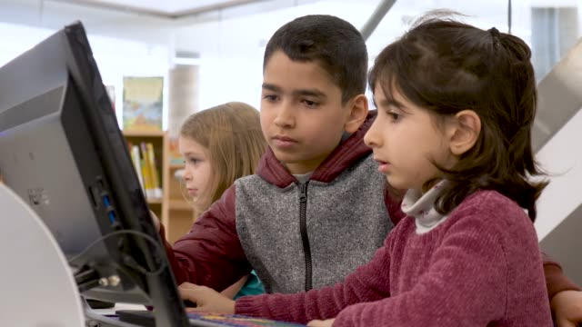preschoolers learning how to use a computer - middle eastern ethnicity stock videos & royalty-free footage