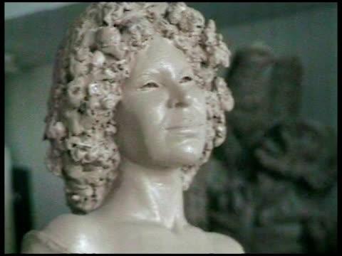 presentation of a duchess of alba«s sculpture. madrid, spain . - weibliche figur stock-videos und b-roll-filmmaterial
