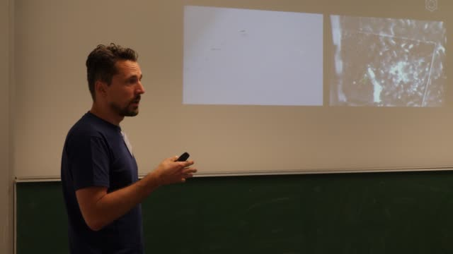 Presentation of professor Dr Tim Landgraf about biomimetic robots and learning systems for researching the intelligence of animals such as bees or...
