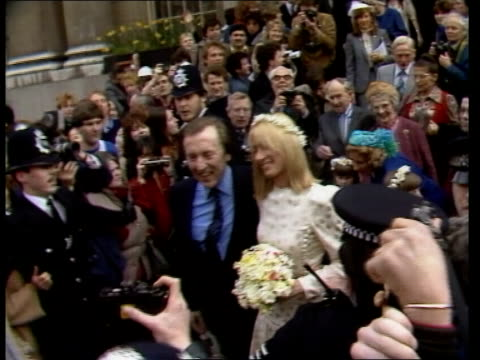 tvam presenter david frost marries london chelsea register office ms david frost and lady carina fitzalanhoward down steps of register office frost... - peter norfolk stock videos and b-roll footage