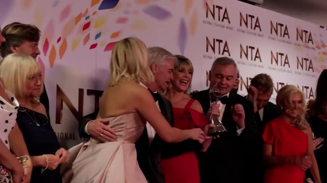 presenter eamonn holmes appeared to grab this morning's gong from phillip schofield as the show's team celebrated their victory at the national... - フィリップ スコフィールド点の映像素材/bロール