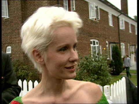 presenter found dead at home; lib england: london: ext cms television presenter paula yates speaking to press then along at launch of channel four's... - gaby roslin stock videos & royalty-free footage