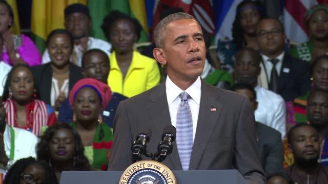 vídeos de stock, filmes e b-roll de us president barack obama address the 2016 us presidential election and the difficult messy reality of american politics to the nelson mandela... - barack obama