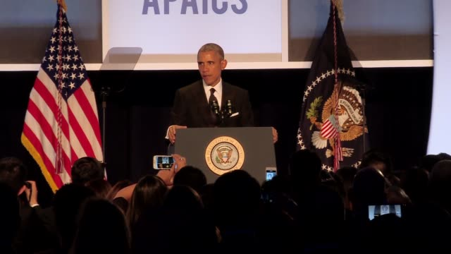 president barack obama addresses the need for immigration reform at the gala for the asian pacific american institute dinner. urges people to vote... - 税関点の映像素材/bロール
