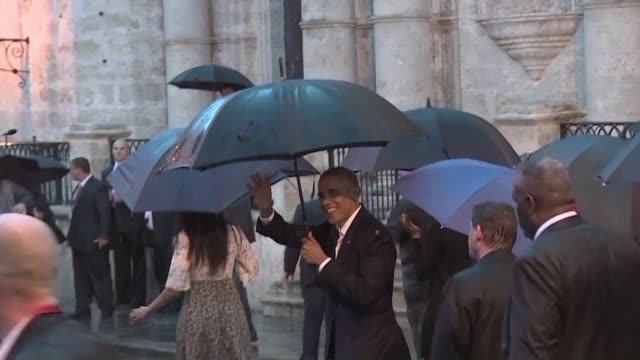 president barack obama and his family kicked off their visit to cuba with a rainy walk in havanas old town with tourists and cubans waiting several... - visit stock-videos und b-roll-filmmaterial