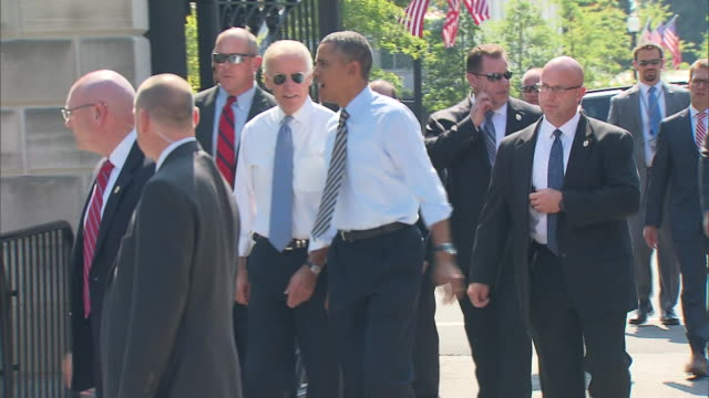 stockvideo's en b-roll-footage met president barack obama and vicepresident joe biden walk down a street together on their way to taylor gourmet during the 2013 government shutdown - united states and (politics or government)