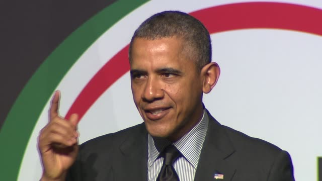 president barack obama closes keynote speech on april 11 2014 in new york city - 政治集会点の映像素材/bロール