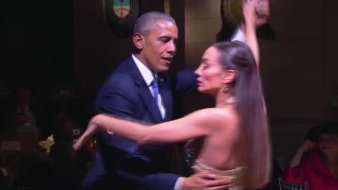 vidéos et rushes de president barack obama dances with a professional tango dancer at state dinner in buenos aires, argentina. - segment monté