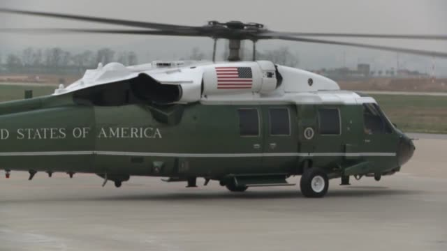 vidéos et rushes de us president barack obama departs south korea via air force one at osan air base april 26 2014 - armée de l'air