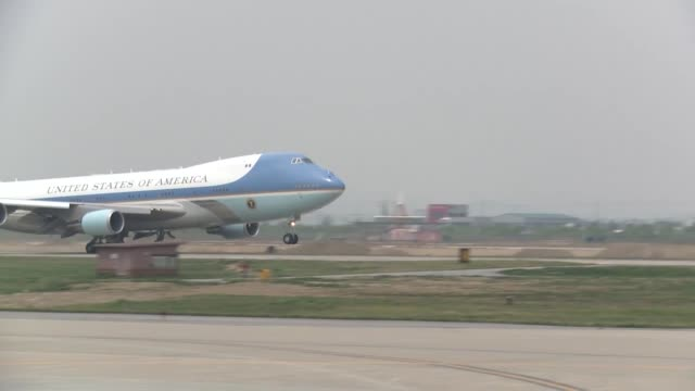 president barack obama departs south korea via air force one at osan air base april 26, 2014 - luftwaffe stock-videos und b-roll-filmmaterial