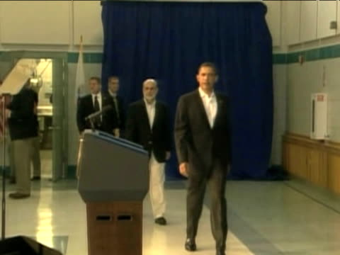 president barack obama enters press conference to announce ben bernanke's second term as chairman of united states federal reserve - ordförande bildbanksvideor och videomaterial från bakom kulisserna