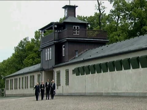 president barack obama german chancellor angela merkel and two second world war veterans walk towards memorial plaque at buchenwald concentration... - campo di concentramento di buchenwald video stock e b–roll