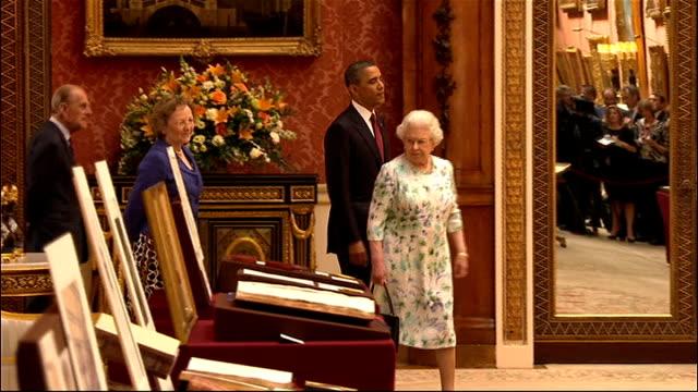 vídeos y material grabado en eventos de stock de us president barack obama given tour of buckingham palace england london buckingham palace int ornate room housing royal collection / items on... - palace room