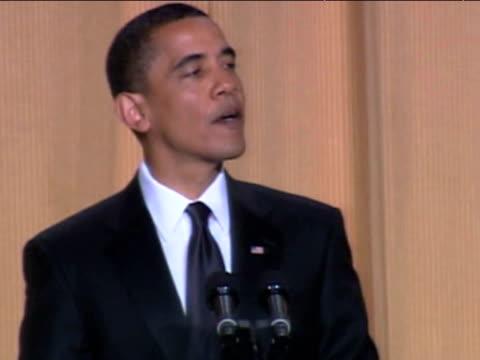 vídeos y material grabado en eventos de stock de president barack obama jokes about completing his first 100 days at white house correspondents' dinner washington d.c.; 9 may 2009 - number 9