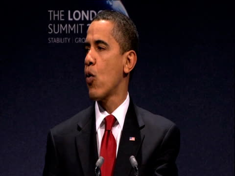 president barack obama puts global financial crisis into 'historical context' during press conference london; 2 april 2009 - 月経前緊張症候群点の映像素材/bロール
