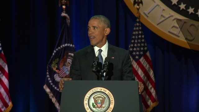 wgn president barack obama speaking at his presidential farewell address in mccormick place in chicago on jan 10 2017 - バラク・オバマ点の映像素材/bロール