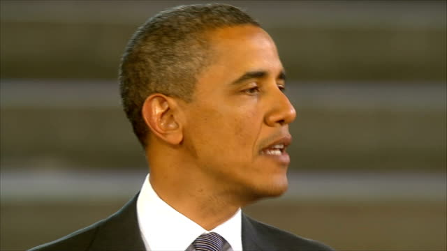 day 2 speech at westminster barack obama speech sot our action our leadership is essential to the cause of human dignity and so we must act and lead... - バラク・オバマ点の映像素材/bロール