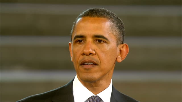 vídeos de stock, filmes e b-roll de day 2 speech at westminster barack obama speech sot indeed our efforts in this young century have led us to a new concept for nato that will give us... - barack obama