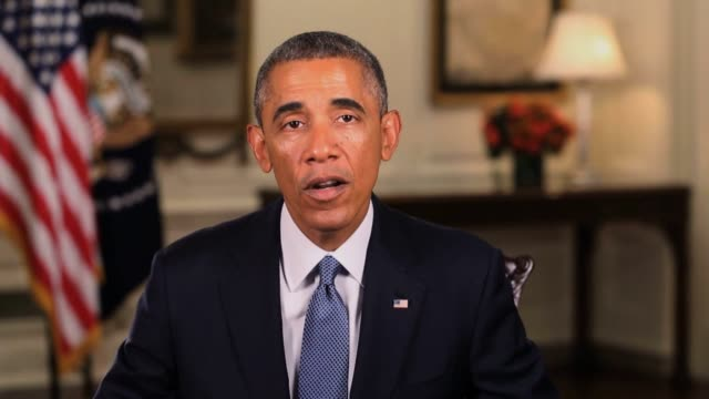 president barack obama talks via a video message about what this concert is about on the fight against extreme poverty and what this event has helped... - バラク・オバマ点の映像素材/bロール