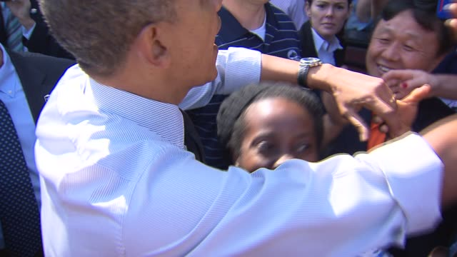 stockvideo's en b-roll-footage met president barack obama visited his home city chicago for a senate democrats fundraiser and left on may 23 2014 - geheime dienstagent