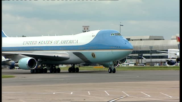 president barack obama visits air force one t15060827 london heathrow airport air force one jumbo jet taxiing along runway - air force one stock videos & royalty-free footage