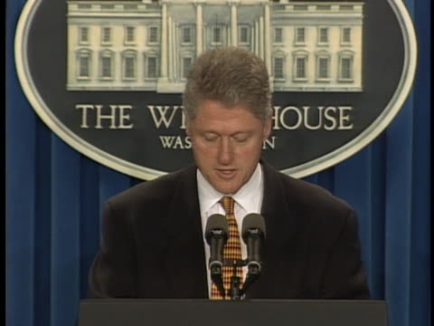 "vidéos et rushes de president bill clinton comments on the trans world airlines flight 800 crash in the atlantic ocean. bill clinton states, ""our government is doing... - united states and (politics or government)"
