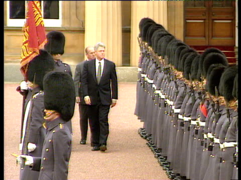 President Bill Clinton inspects Household Cavalry Guards of Honour with Prince Phillip at Buckingham Palace 29 Nov 95