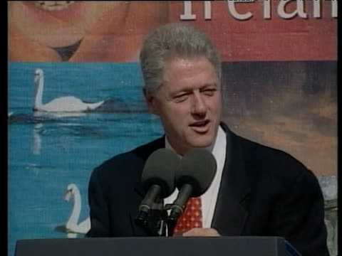 president bill clinton speaks to crowd on importance of northern ireland peace process to conflict resolution around world - politik und regierung stock-videos und b-roll-filmmaterial