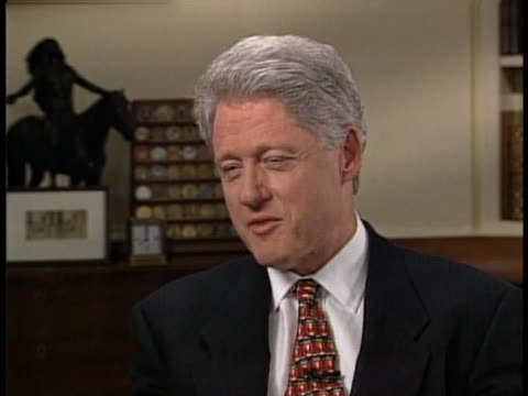 "vidéos et rushes de president bill clinton talks about presidents who led active, or ""useful"", lives after their presidency had ended, during an interview with katie... - united states and (politics or government)"